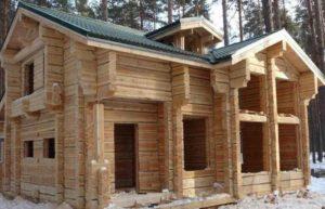 Дом построен из бруса.